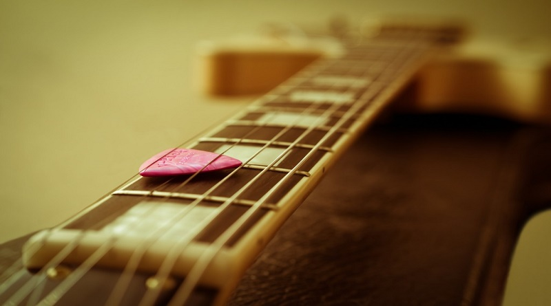 guitar-1063083_1920-1024x683