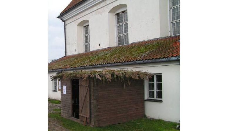 zdjecie-szalasu-przed-synagoga-kuczka