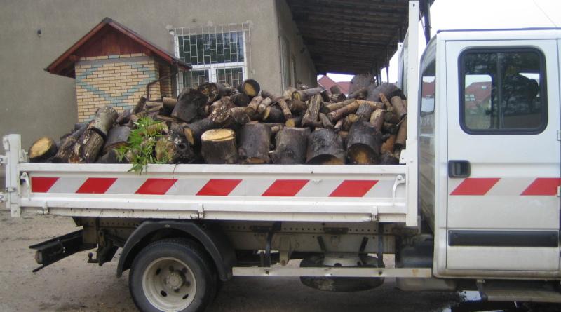 Wyjazd drewna do potrzebujących(1)